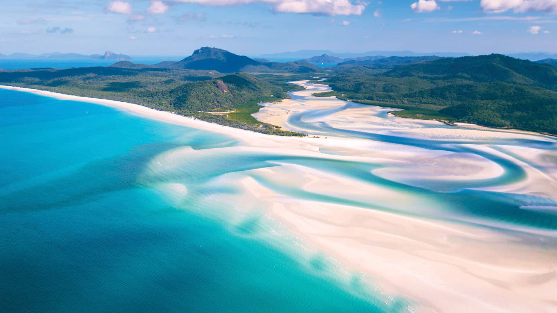 Explore Whitsunday island anchorages
