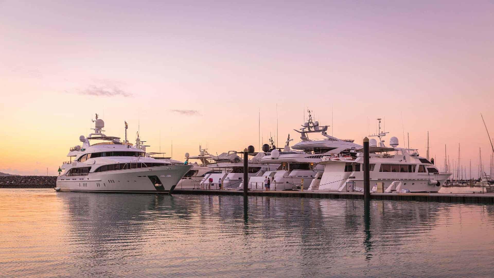 Superyacht berthing up to 90m